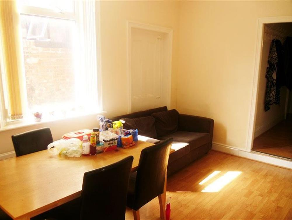 example of a messy room, estate & letting agent photography tips